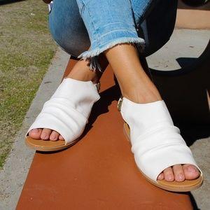 🆕//The Catrice// White vegan leather Sandal